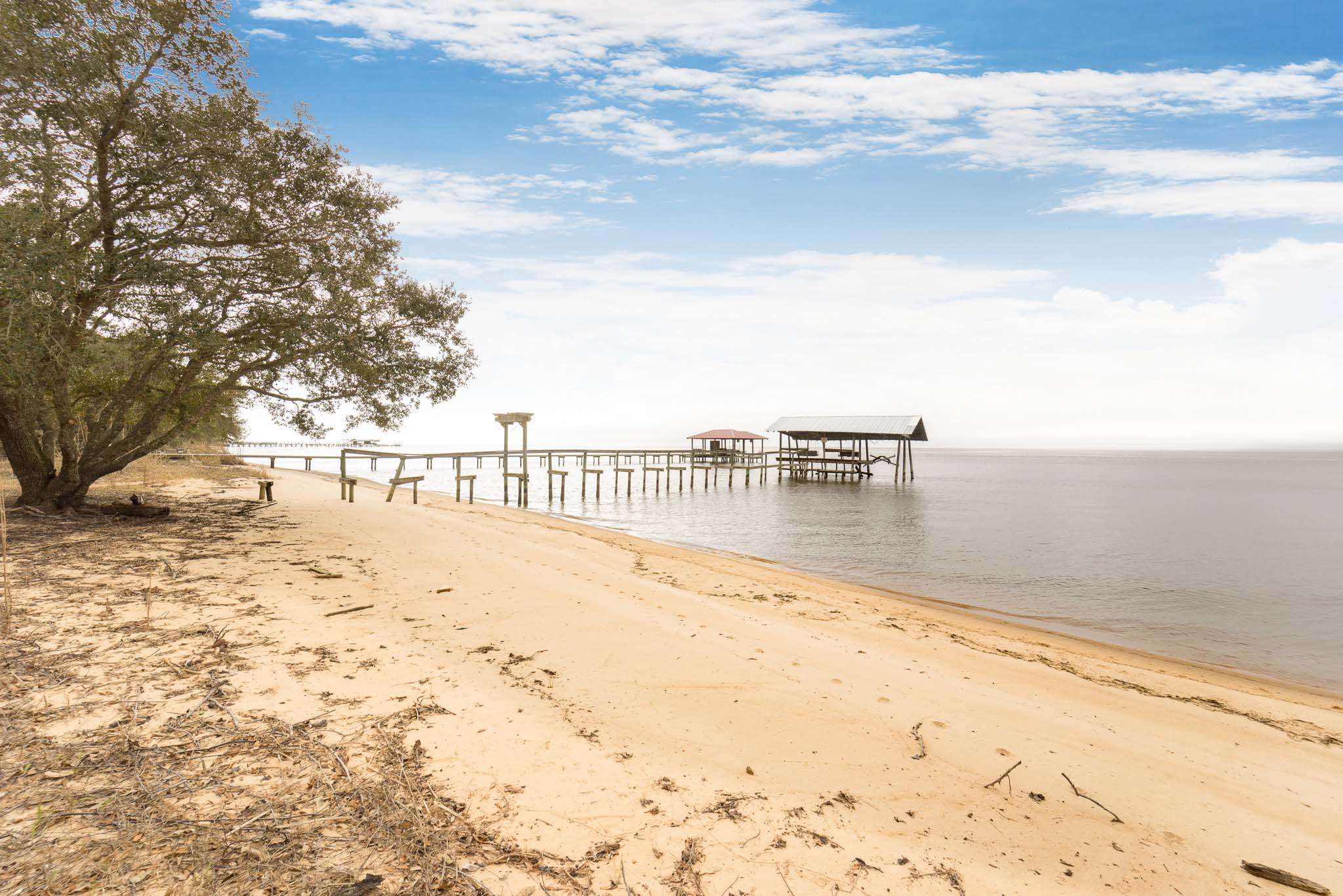 Jubilee Suites- 200 feet of beachfront on Mobile Bay