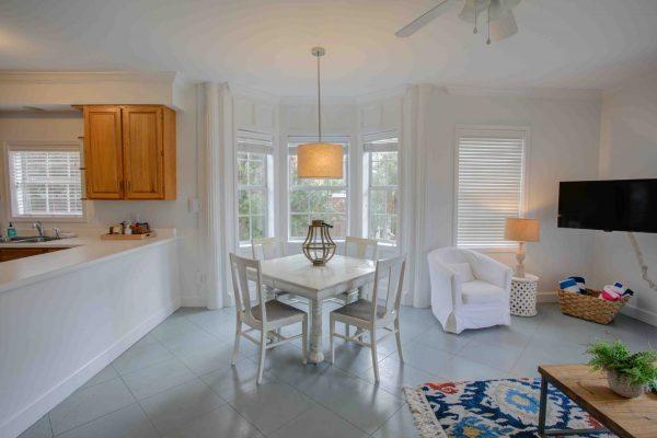 Jubilee Suites, Fairhope, AL- Camellia Dining Area