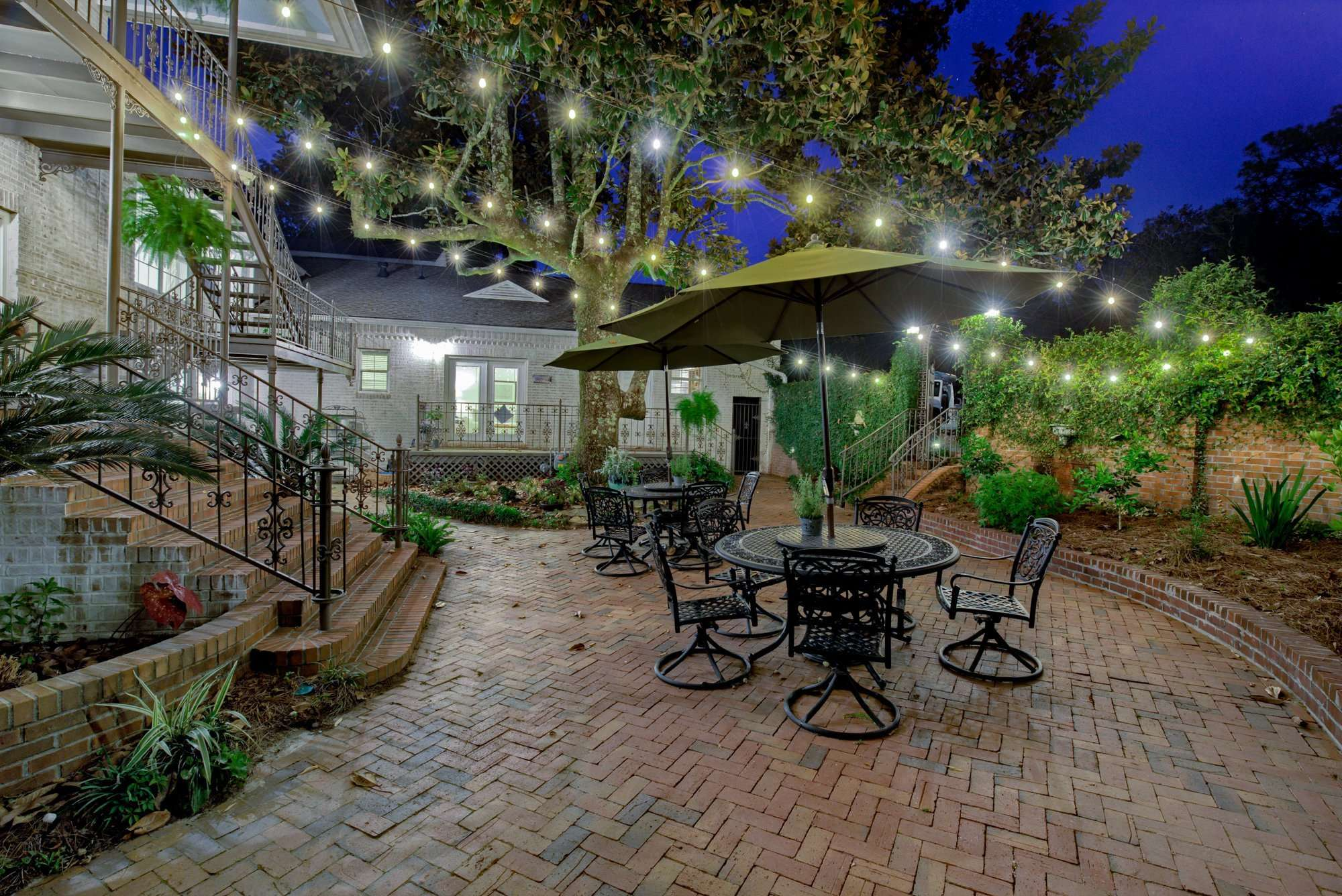 Jubilee Suites in Fairhope, AL Courtyard Lights