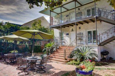 Jubilee Suites Fairhope, AL New Orleans-style Courtyard